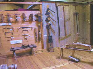 eines fetes amb fusta de bedoll