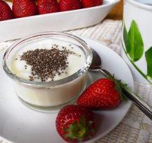 yogurt with chia and strawberries
