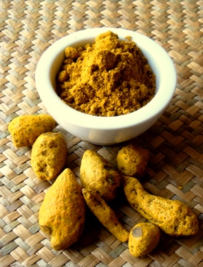 Turmeric powder and rhizome