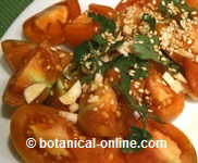 Tomato seasoned with garlic, parsley and sesame