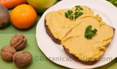 Bread spread on vegetable pate of chickpeas (hummus).
