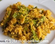 Quinoa with onion and broccoli