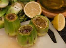 como pelar alcachofas, prepararlas con limon sal y aceite