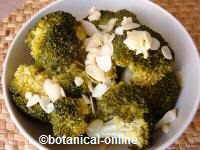 Steamed broccoli with almonds