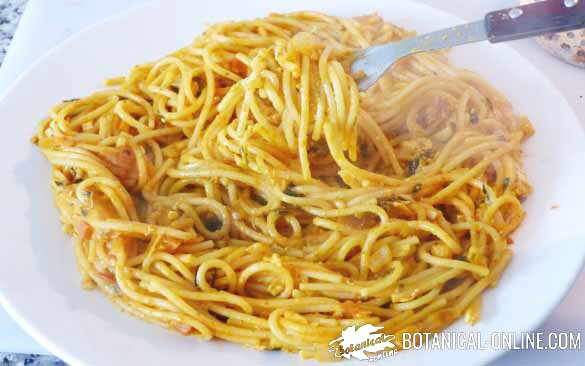 espaguetis con curcuma