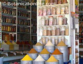 especias en una tienda en marrakech