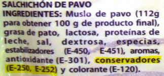 etiqueta de nitritos y nitratos en embutido salchichas frankfurt