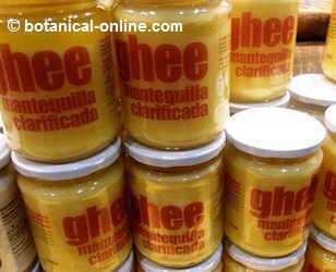fotografía de tarros de ghee o mantequilla clarificada