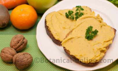 Pan untado en paté vegetal de garbanzos hummus