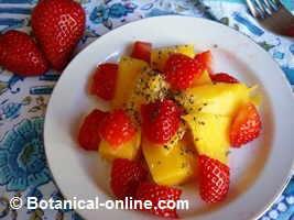 ensalada de frutas con fresa y mango