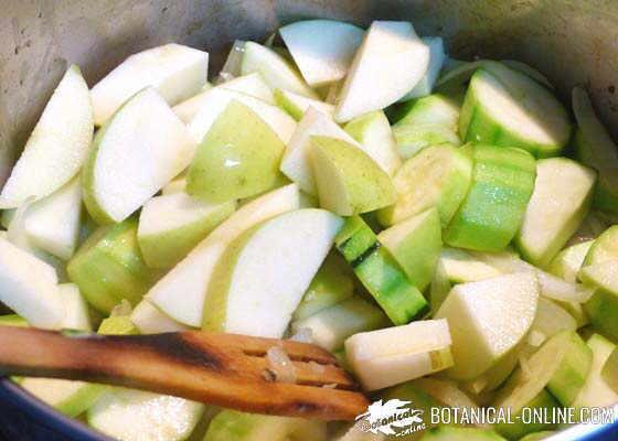 manzana en una crema de verduras