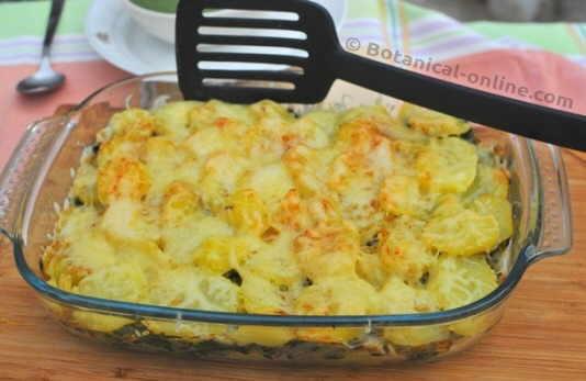 pastel vegetariano de patata con verduras al horno, sin carne