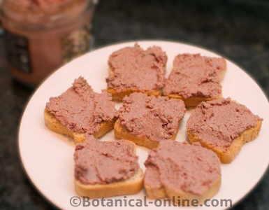 tostadas con paté de hígado