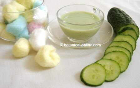 Cucumber slices and paste