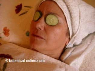 rodajas de pepino sobre los ojos para la alergia