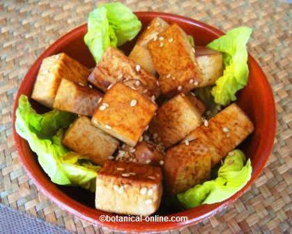 Tacos de tofu con salsa de soja y sésamo
