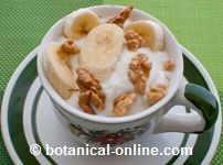 yogur con nueces y platano